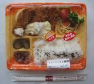 金の豚「山盛極太豚ラーメン」、知久屋「カキフライ弁当」