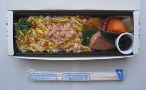 「知床産 鮭のちらし寿司弁当」「Budweiser」、そして「和食の基本は家庭料理」